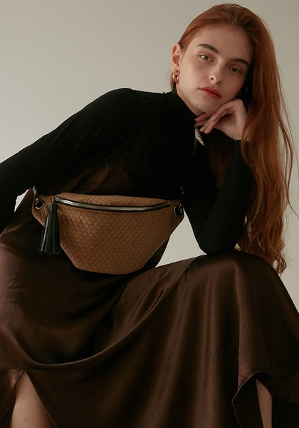 VELVET BELT BAG(BEIGE)